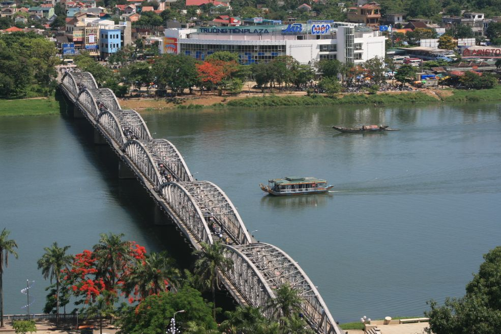 Cau Truong Tien, Vietnam