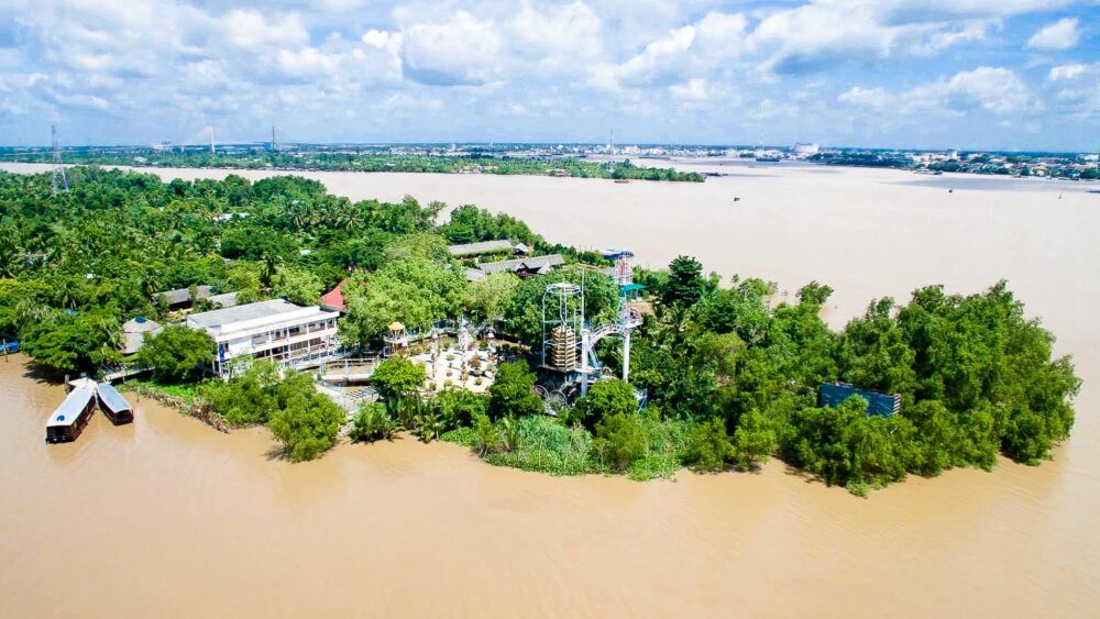 Con Phụng, Vietnam