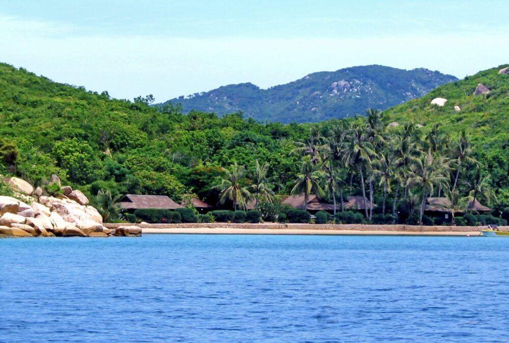 Playas de Nha Trang, Whale Island Beach