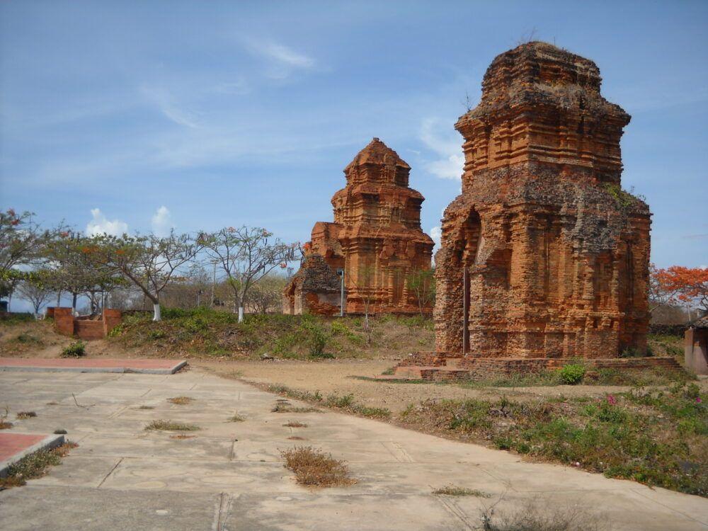 Tháp Po Sah Inu, Vietnam